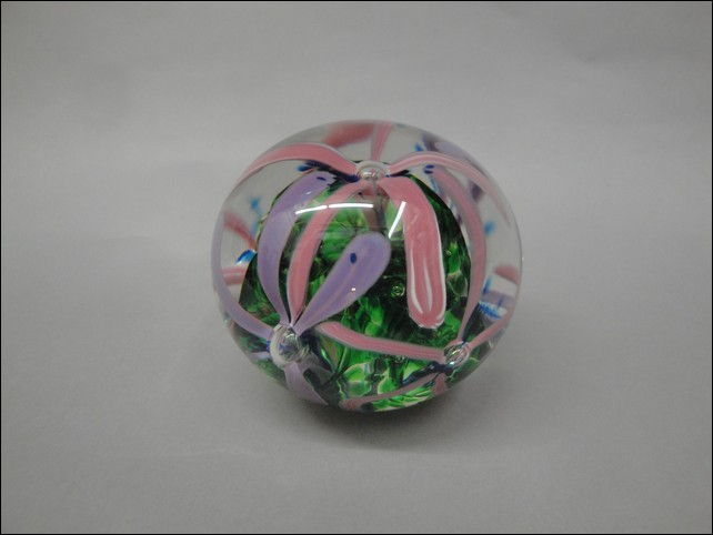 Click to view detail for DB-123 Round Paperweight, Pink and Lavender Flower