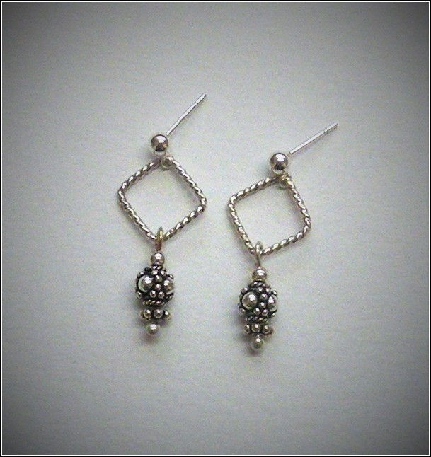 Click to view detail for DKC-717 Earrings, Squares with Bali Bead
