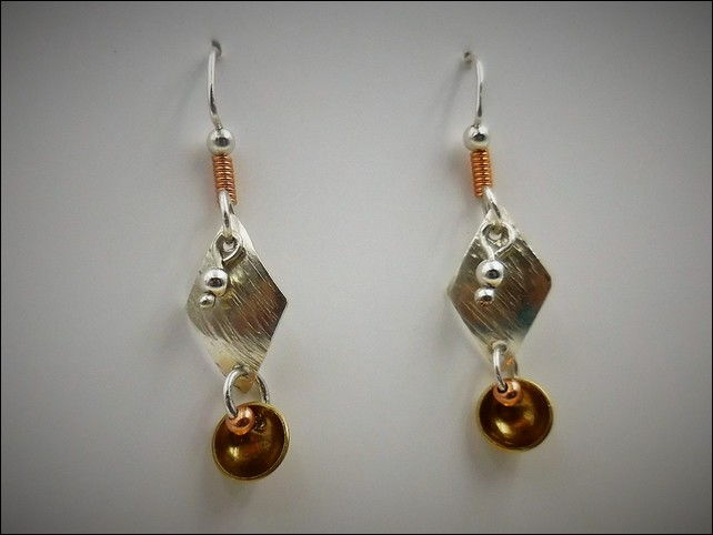 Click to view detail for DKC-764Earrings Silver and Brass