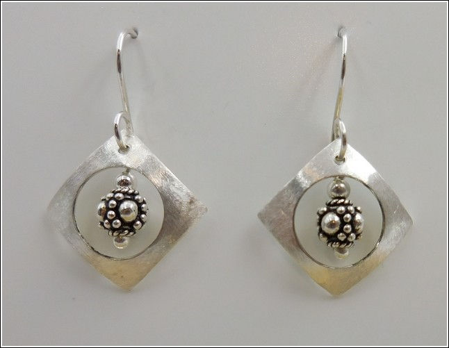 Click to view detail for DKC-792 Earrings Sterling Silver Square, Circle Ba