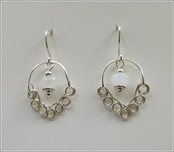 Click to view detail for DKC-845 Earrings, Sterling Silver Hoops Filigree