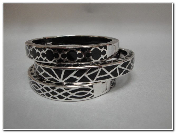 Click to view detail for Bangle - Sterling Silver & Black Designs
