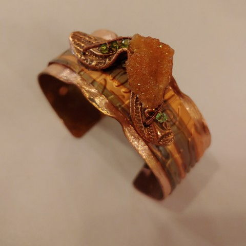 Click to view detail for DM-044 Cuff Bracelet Salmon Druzy & Crystals