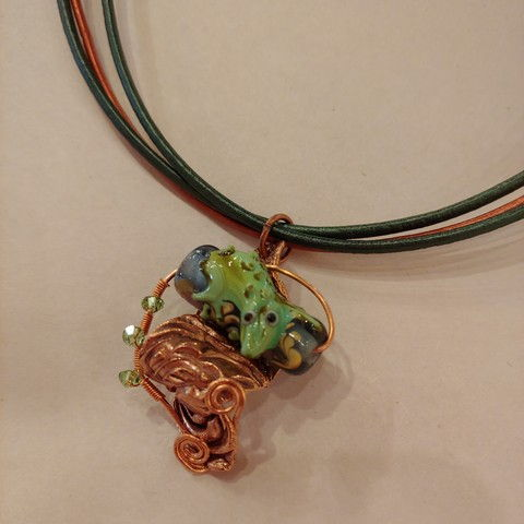 Click to view detail for DM-065 Pendant, Frog on three Leather Straps