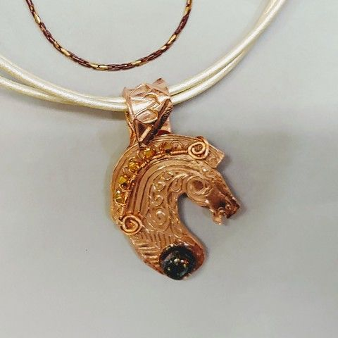 Click to view detail for DM-075 Pendant, Horse Head with Dichroic Glass