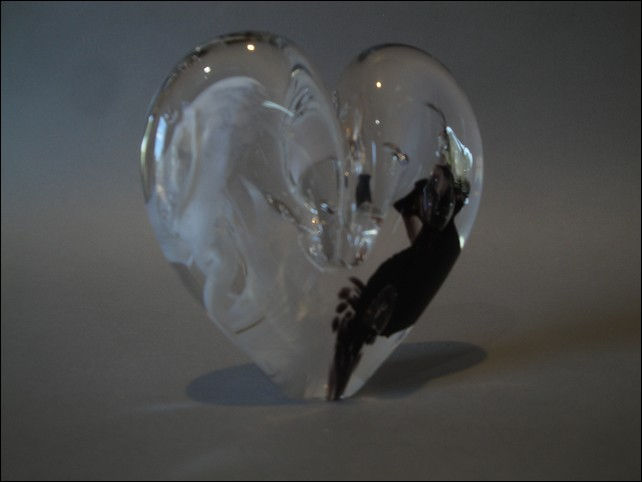 Click to view detail for DG-1070 Heart - Black & White