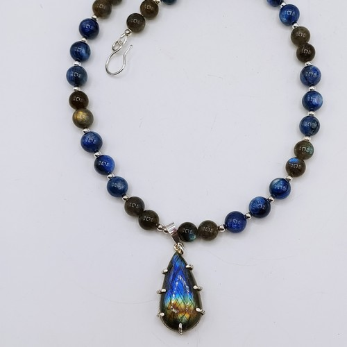 Click to view detail for DKC-1077 Pendant, Labradorite & Silver Beads $236