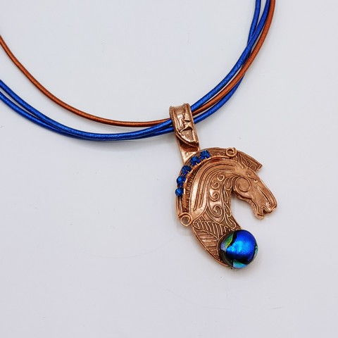 Click to view detail for DM-115 Pendant Horsehead Cobalt, Crystals $65