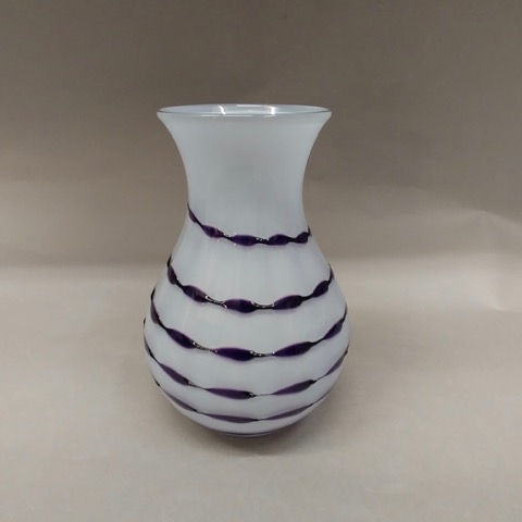 Click to view detail for DB-248 Vase White and Purple Ribbon