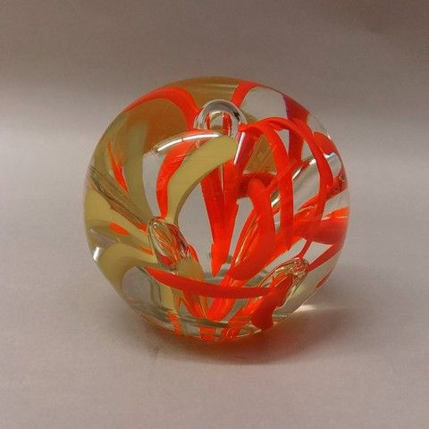 Click to view detail for DB-289 - Paperweight - Red & Yellow Flower