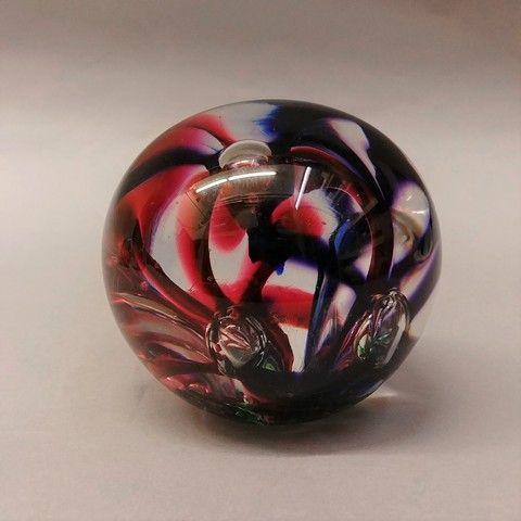 Click to view detail for DB-290 - Paperweight - Purple & Cranberry Flower