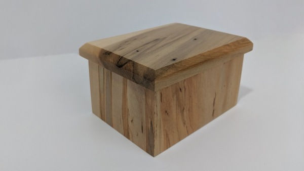 Click to view detail for BEN-5014 Lidded Wood Wormy-Maple Box
