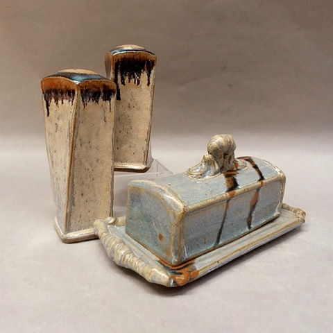 Click to view detail for Butter Dish & Matching S&P
