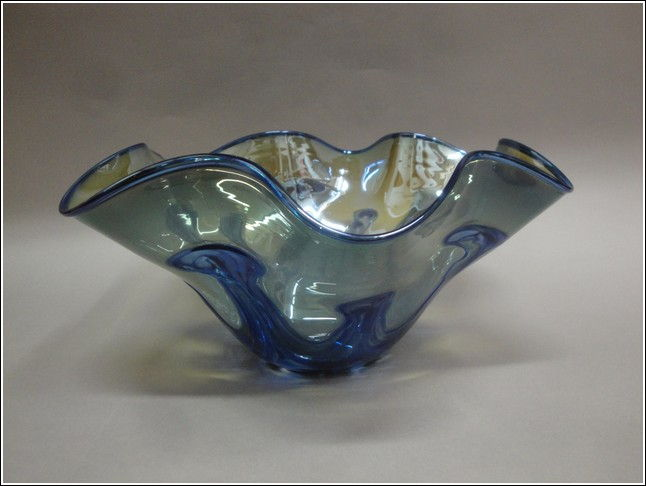 Click to view detail for DB-002 Lily Bowl, Blue with Fluted Edge