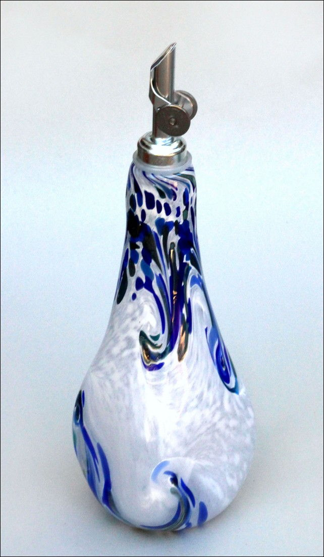 Click to view detail for DB-053 Fancy Oil Bottle, Blue and White