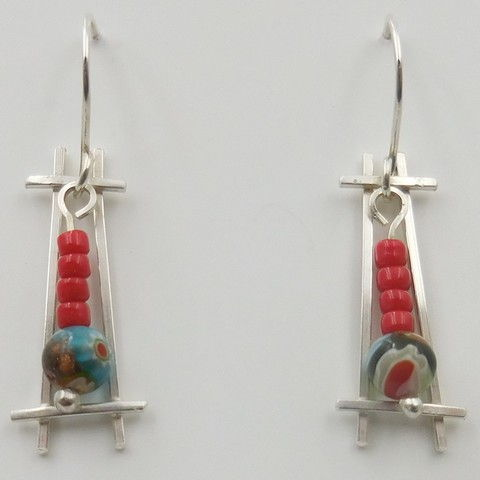 Click to view detail for DKC-1017 Earrings, Silver Ladders & Beads $66
