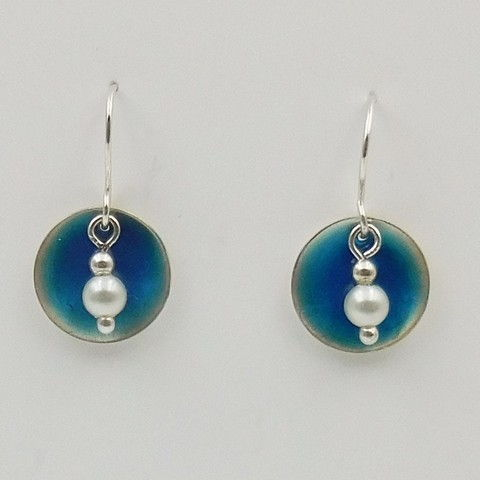 Click to view detail for DKC-1025 Earrings Circles Blue Resin & Pearls