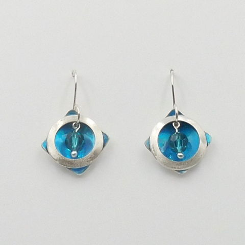 Click to view detail for DKC-1028 Earrings, Circles on Square, Blue Crystal $70
