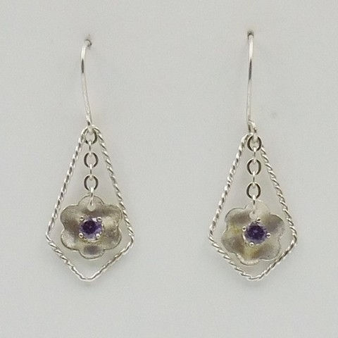 Click to view detail for DKC-1031 Earrings Silver, Amethyst CZ Flower