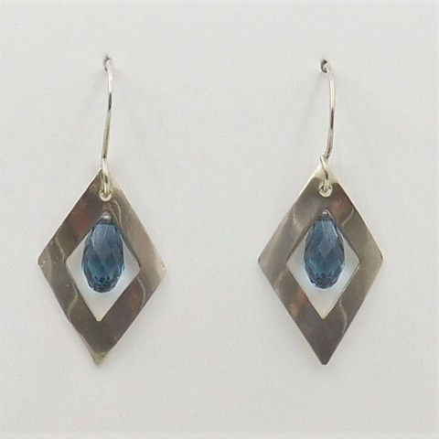 Click to view detail for DKC-1038 Earrings Blue Swarovski crystal  $60