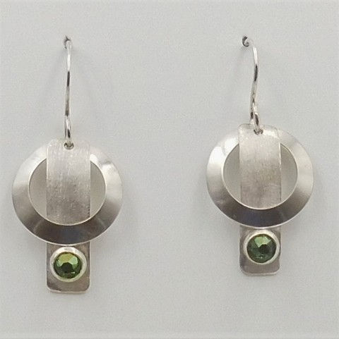 Click to view detail for DKC-1039 Earrings Green Swarovski crystal $75