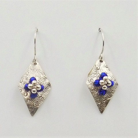 Click to view detail for DKC-1041 Earrings with blue and silver beads $70