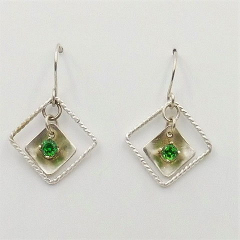 Click to view detail for DKC-1042 Earrings double squares with Green CZ $75