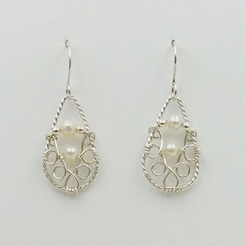 Click to view detail for DKC-1053 Earrings, Filigree, pearls $66