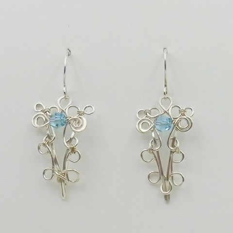 Click to view detail for DKC-1054 Earrings, filigree, blue Swarovski crystals $66