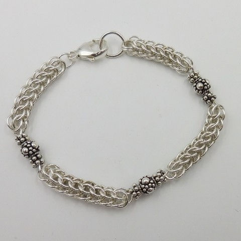 Click to view detail for DKC-1061 Bracelet, Sterling Silver Persian Weave, Bali Beads $180