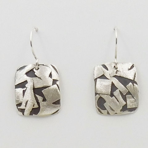 Click to view detail for DKC-1068 Earrings, Rounded Squares Silver with Black Accents $70