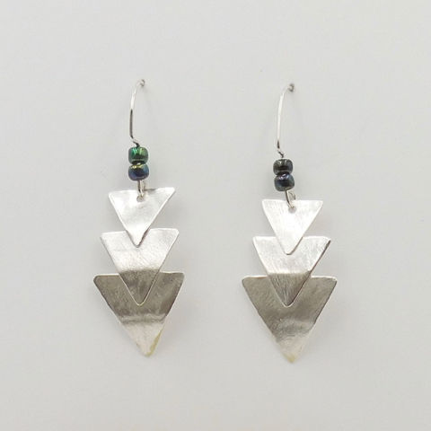 Click to view detail for DKC-1069 Earrings Overlapping (3) Triangles $70