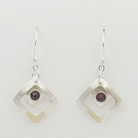 Click to view detail for DKC-1071 Earrings Purple Swarovski Crystals framed in Squares $66