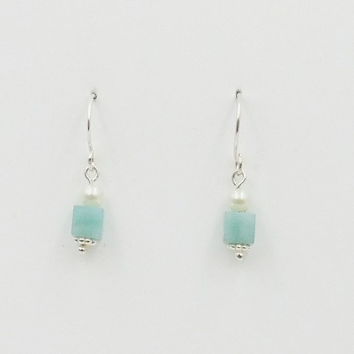 Click to view detail for DKC-1083 Earrings Aquamarine  Square Bead $56