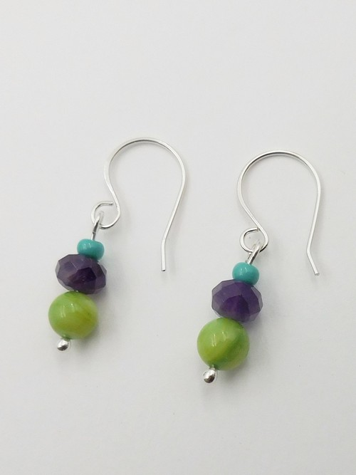 Click to view detail for DKC-1093 Earrings Peridot and Amethyst $60