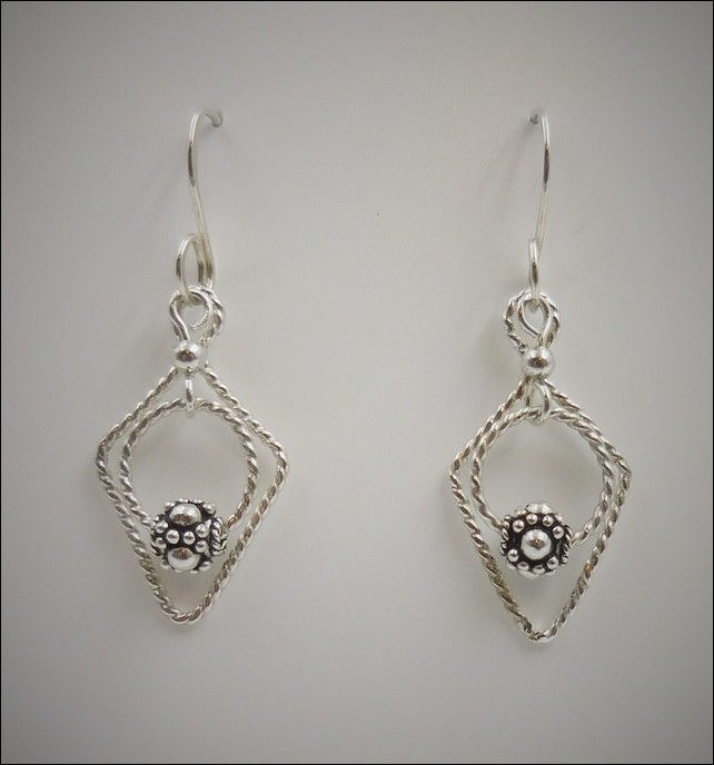 Click to view detail for DKC-770 Earrings, Silver, Diamond, Circle, Bali Be