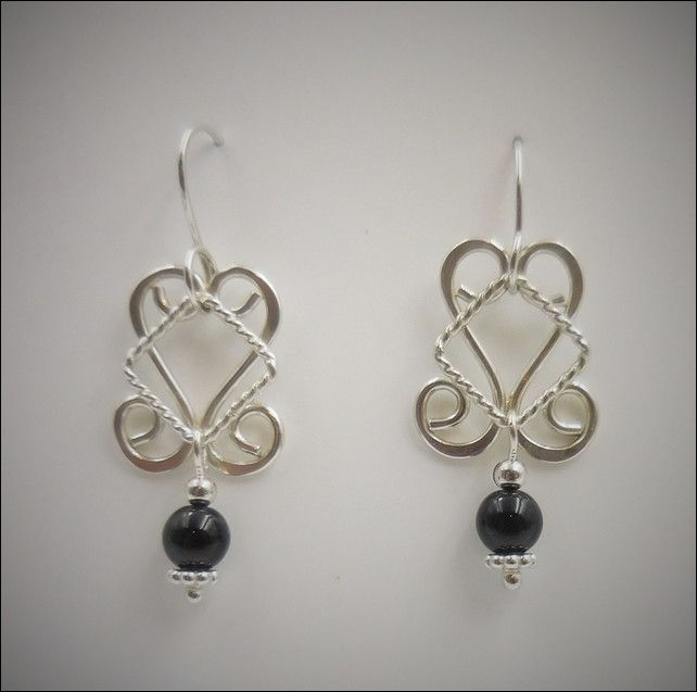 Click to view detail for DKC-774 Earrings, Silver and Onyx