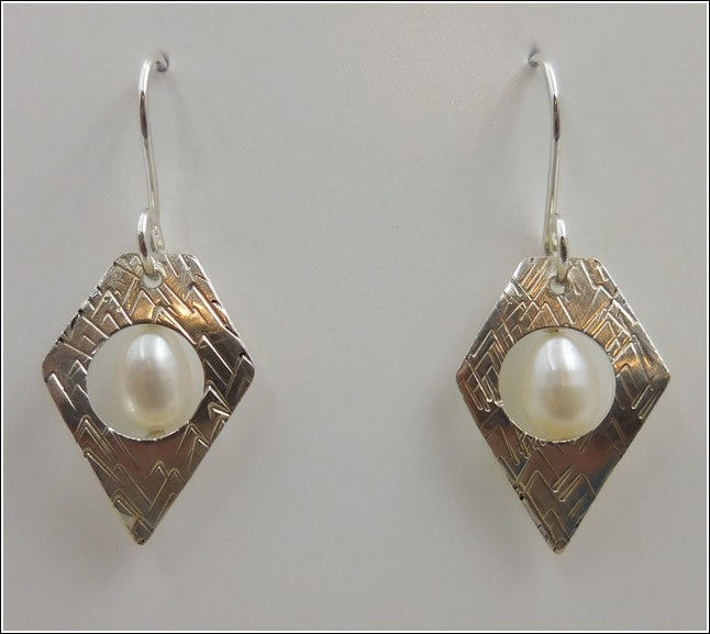 Click to view detail for DKC-793 Earrings Sterling Silver & Pearl