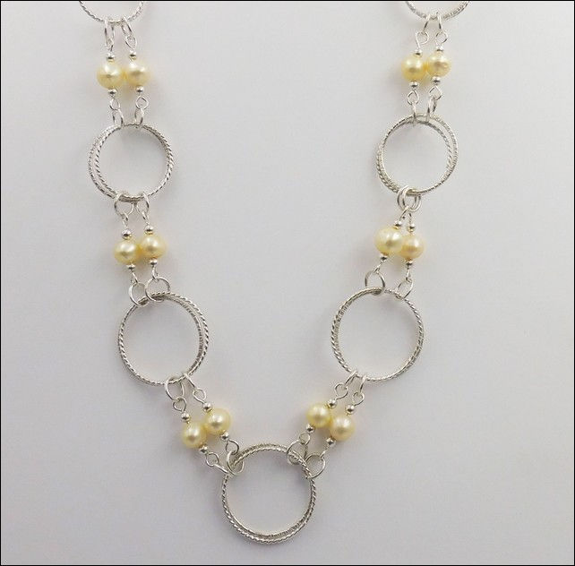 Click to view detail for DKC-796 Large Silver circles and Double Pearls