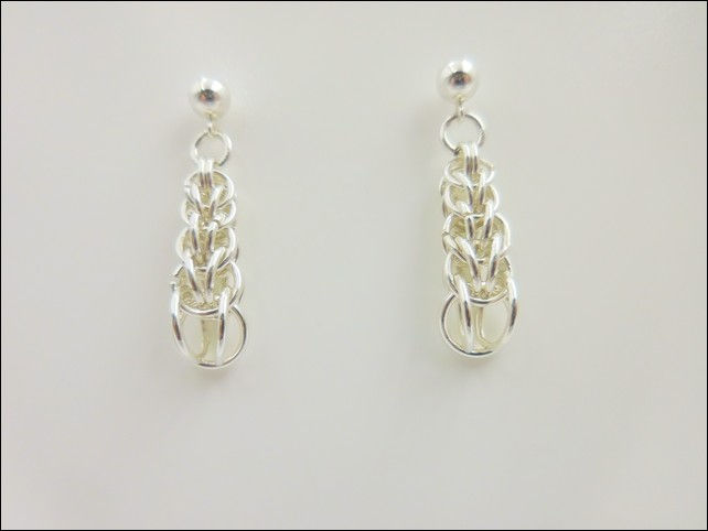 Click to view detail for DKC-800 Earrings Graduated Persian Weave, Posts