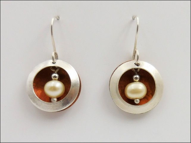Click to view detail for DKC-807 Earrings Open Circles with Copper, FW Pear