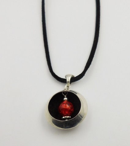 Click to view detail for DKC-819 Necklace Red Murano Glass & Silver on Cord