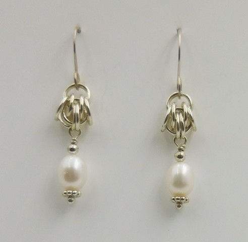 Click to view detail for DKC-832 Earrings Freshwater Pearls