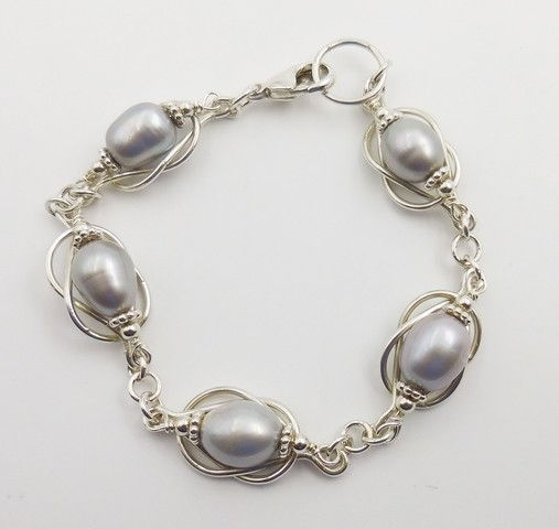 Click to view detail for DKC-848 Bracelet, Grey Pearls