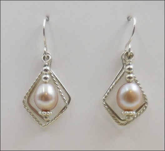 Click to view detail for DKC-854 Earrings, Teardrop, Freshwater Pearls