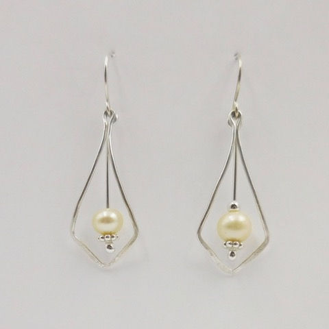 Click to view detail for DKC-909 Earrings, Teardrops with Pearls