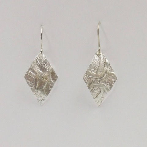 Click to view detail for DKC-911 Earrings, Textured Diamond Shape