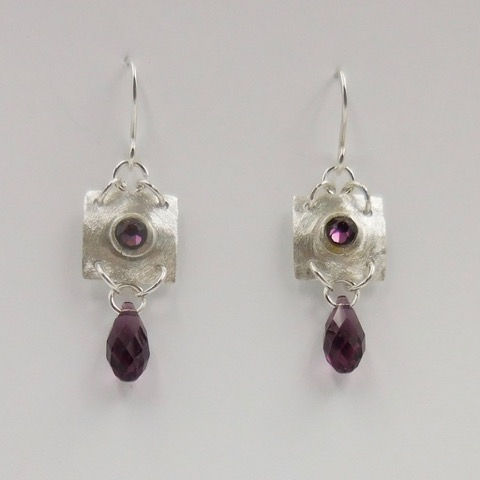 Click to view detail for DKC-912 Earrings, Squares, Purple Crystals