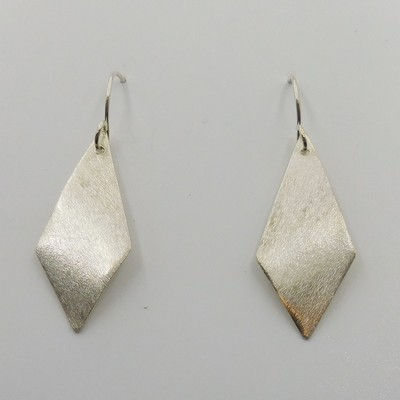 Click to view detail for DKC-921 Earrings  long pointed teardrops