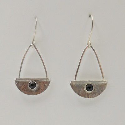 Click to view detail for DKC-923 Earrings half circles